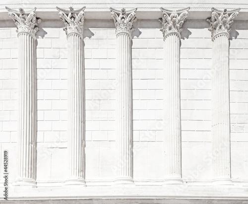 Photo La Maison Carree roman temple column. Nimes, France.