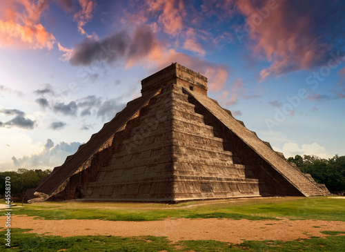 Foto op Aluminium Mexico The Feather Serpent - Equinox in Kukulkan Pyramid, Chichen Itza