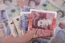 Hand Hält Britische Banknoten Pfund