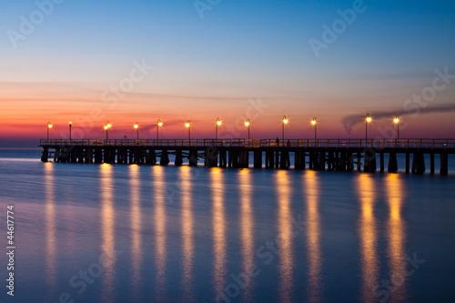 Fotobehang Pier wschód słońca nad bałtykiem