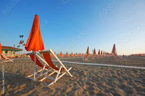 Foto-Schiebegardine Komplettsystem - Viareggio beach with umbrellas and chairs