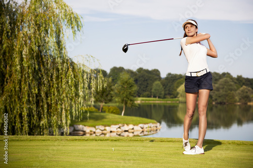 Poster Golf Golf player teeing off