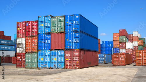 Fotografie, Obraz Freight containers in the Le Havre port. France