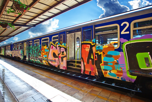 Montage in der Fensternische Graffiti train with graffiti at the station. Zagreb.