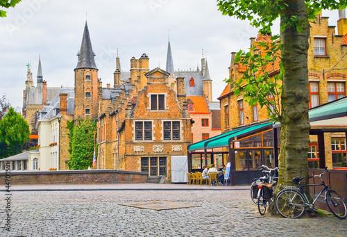 In de dag Brugge View of the street of old part in Bruges.