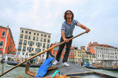 Tablou Canvas The gondolier in Venice