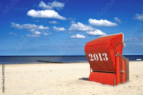 Motiv-Rollo Basic - Roter Strandkorb Querformat 2013