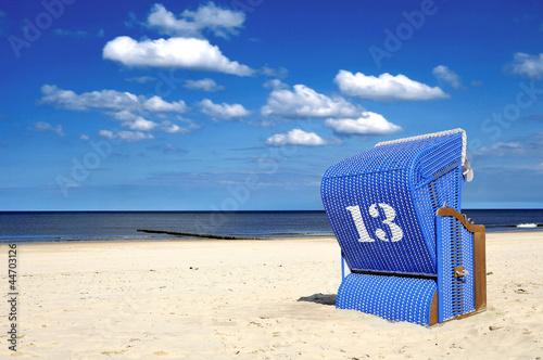 Foto-Leinwand - Blauer Strandkorb 13 Glückszahl