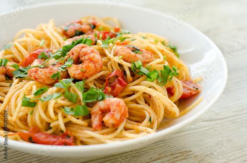 Fotografie, Obraz  Spaghetti con gamberetti, pomodoro e prezzemolo