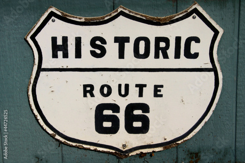 In de dag Route 66 Old historic route 66 sign on the wall