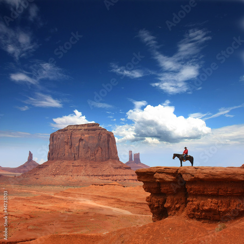 Poster de jardin Vache Monument Valley with Horseback rider ( John ford's point ) / Utah - USA