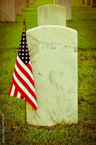 Keuken foto achterwand Begraafplaats vintage picture of tombstones with american flag