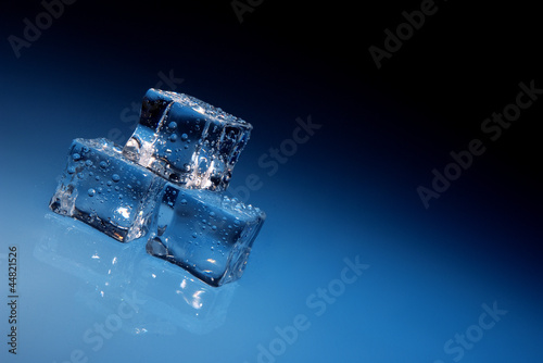 Photo Stands Shipwreck ice cubes background
