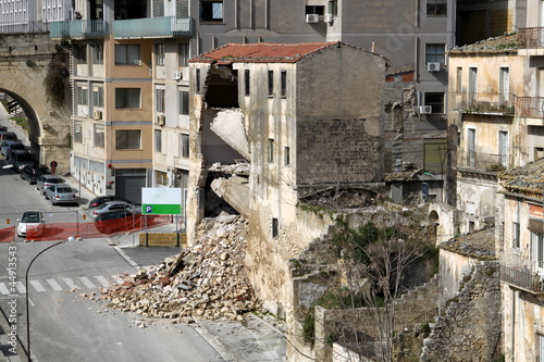 Foto op Aluminium Rudnes Edificio crollato