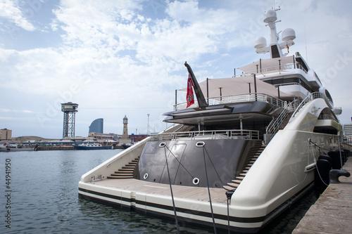 Pinturas sobre lienzo  Large luxury yacht in harbour