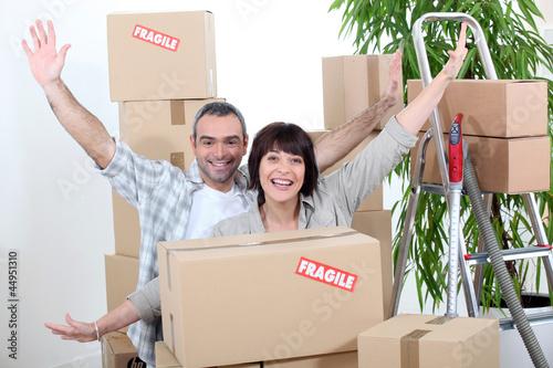 Fototapeta Excited couple on moving day obraz na płótnie