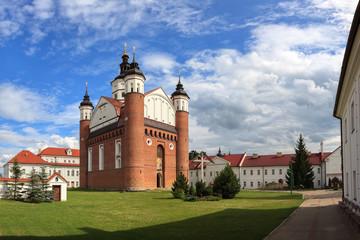 Klasztor Zwiastowania w Supras, Polska
