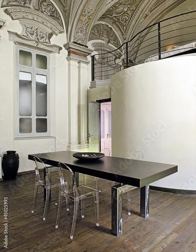 Stock Sedie In Plastica.Tavolo Da Pranzo Moderno Con Sedie Di Plastica Trasparente Buy