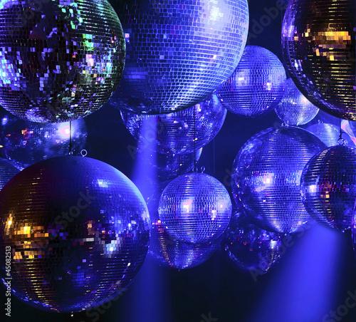 dyskoteka-pilka-w-klubie-nocnym
