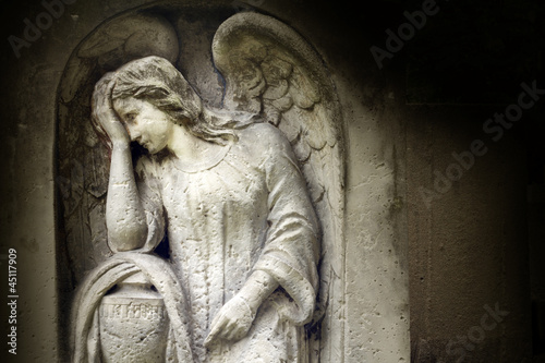 Foto op Canvas Begraafplaats Angel on tombstone on old cemetery