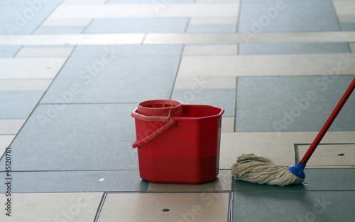 scopa per il lavaggio dei pavimenti – kaufen Sie dieses Foto und ...