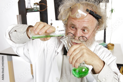 Fotografía  Mad scientist conducts chemistry experiment in his lab