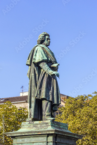 Photo  The Beethoven Monument on the Munsterplatz in Bonn