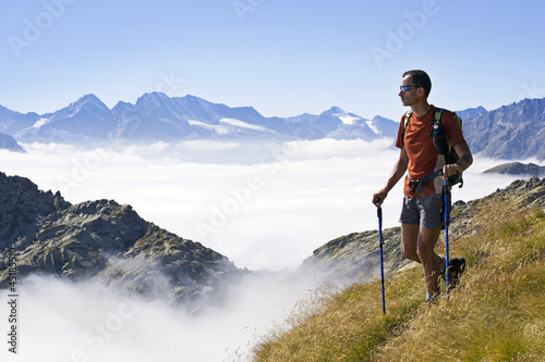 Fototapeta Trekking sopra le nuvole Parco Nazionale Gran Paradiso Italia obraz