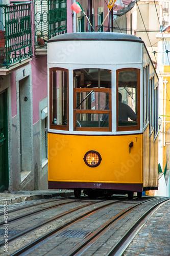 elevador-da-bica-lizbona-portugalia