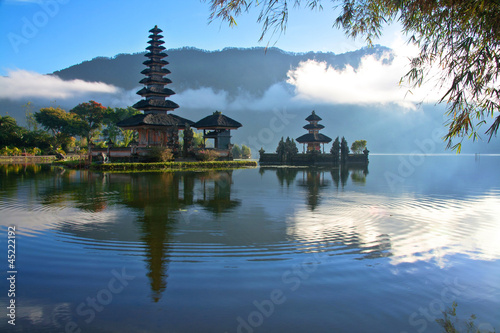 Montage in der Fensternische Bali Peaceful view of a Lake at Bali Indonesia
