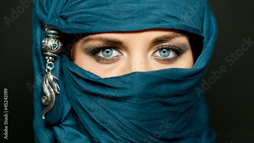 Fotografie, Tablou Arabic girl glance