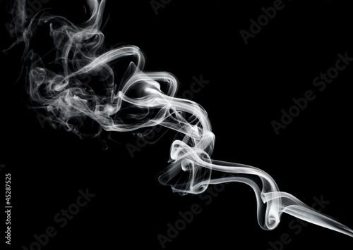 abstrakta-dym-odizolowywajacy-na-czerni