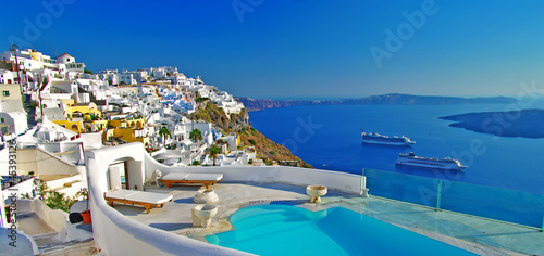 La pose en embrasure Santorini luxury holidays -Santorini