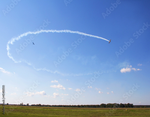 Photo Airplanes fllying in clear blue sky