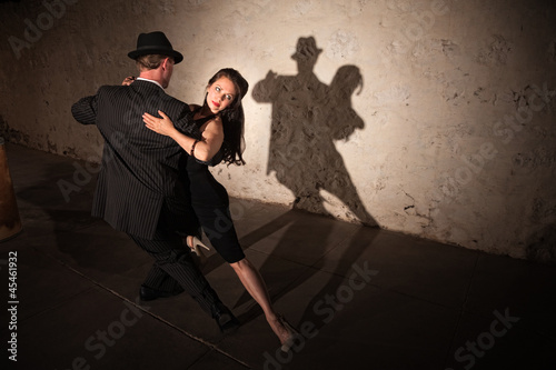 Photo  Pretty Tango Dancer with Partner