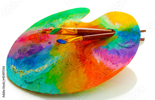 Fotografia wooden art palette with paint and brushes isolated on white