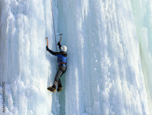 Poster de jardin Alpinisme Ice climbing the North Caucasus.
