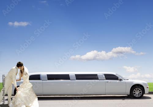 Photographie  White car. wedding kiss