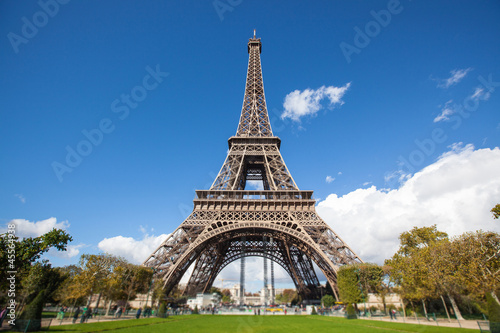 Tour Eiffel in Paris Canvas Print