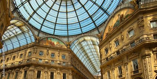 In de dag Milan Milan - Vittorio Emanuele II gallery - Italy