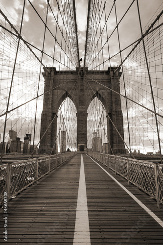 Poster Bruggen Brooklyn Bridge in New York City. Sepia tone.