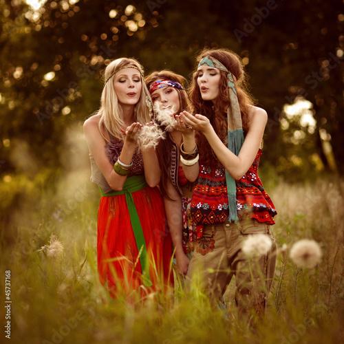 Photo  Girls of hippie in the field