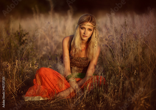 фотография Girls of hippie in the field