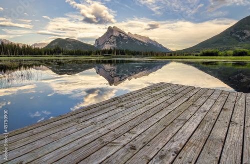 Fototapete - Vermilion Lakes Dock Side