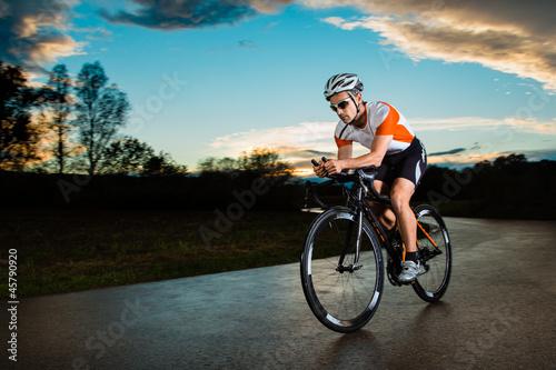 Fototapeta Triathlet auf dem Fahrrad