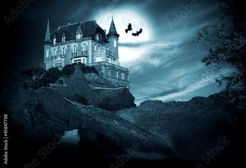 Fotografía  Halloween, castillo con luna, noche