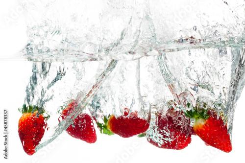 Poster Eclaboussures d eau Strawberries