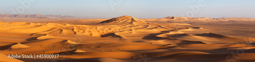 Photo  Sunset in the Sahara desert