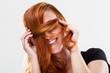 canvas print picture - Hübsche Frau versteckt sich hinter Haarsträhne