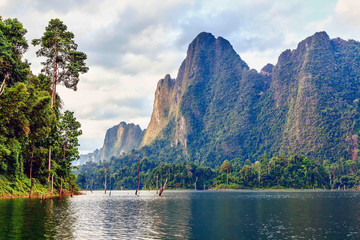 Fototapeta samoprzylepna Cheow Lan lake. Khao Sok National Park. Thailand.